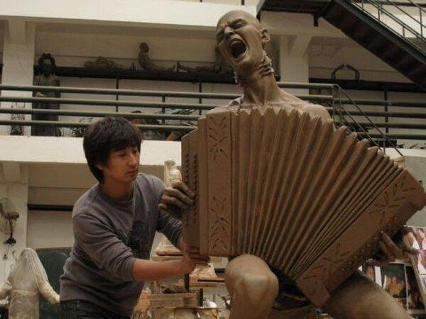Китайские фанаты подарили Витасу памятник (11 фото)