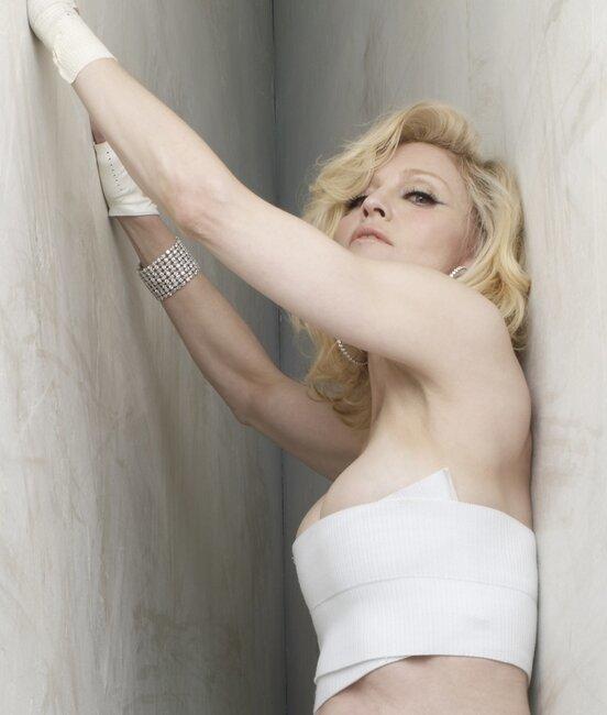 Мадонна не желает успокаиваться (7 фото)