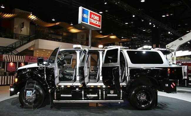 Ford представил огромный внедорожник для спецслужб  (14 фото)