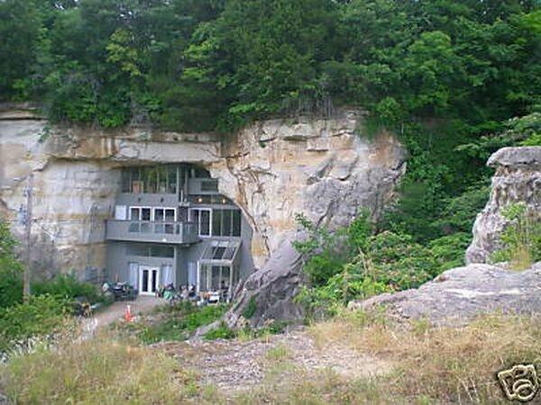 Дом-скала (12 фото + видео)