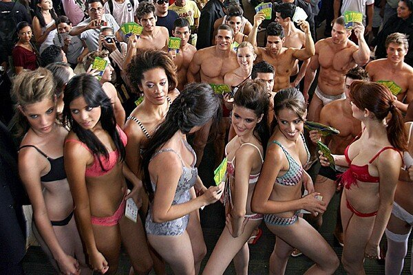 Бразильский День нижнего белья в Бразилиа (12 фото)