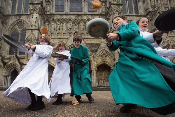 Празднование Грешного Вторника в Англии (10 фото)