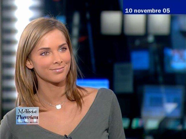 Телеведущая Melissa Theuriau топлесс на пляже (11 фото)