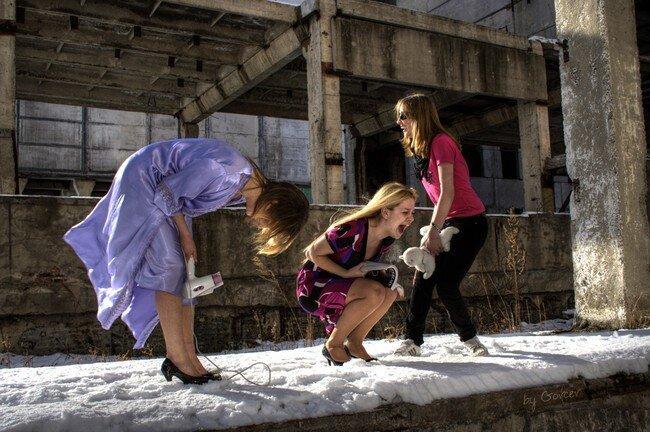Блондинки в развалинах (7 фото)