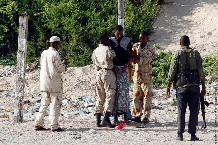 Сомалийская казнь в Могадишо (6 фото)