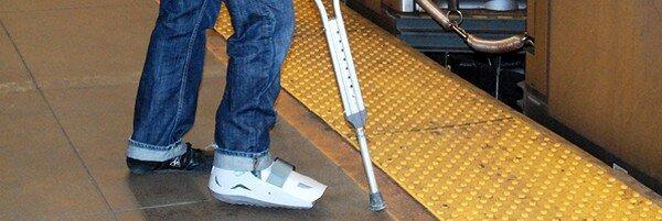 Люди, не уступающие места инвалидам (17 фото)