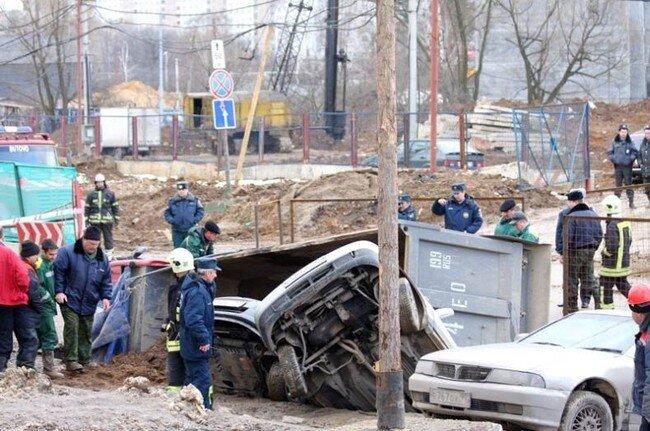 В Южном Бутово разверзлась земля (18 фото + видео)
