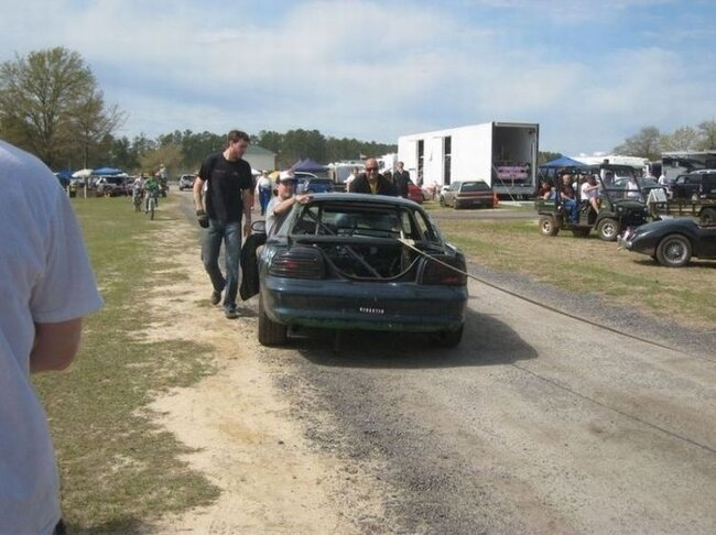 Трагическая гибель гоночного Мустанга (30 фото)
