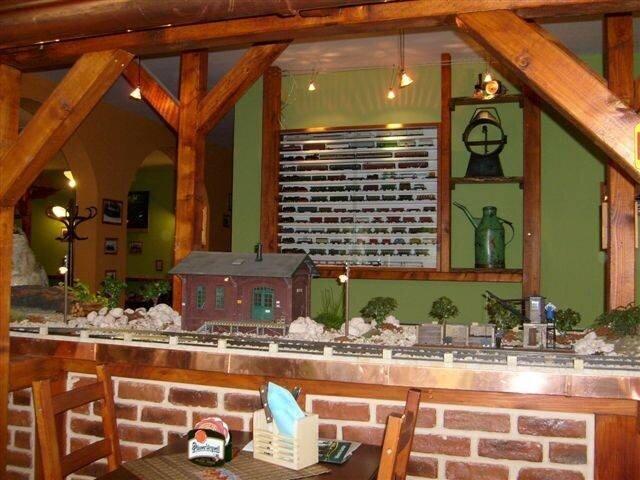 Железнодорожный бар (11 фото)