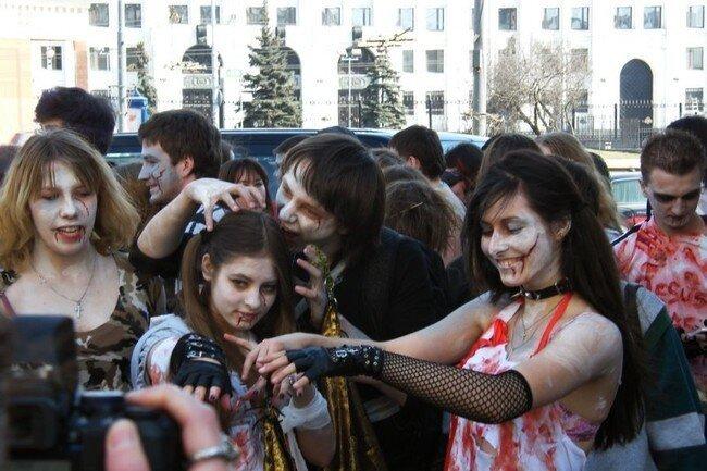 Зомби-моб в Москве (73 фото + 3 видео)