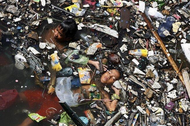 Пластиковая планета (9 фото)