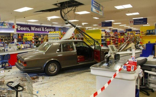 Роллс-Ройс в супермаркете (5 фото)