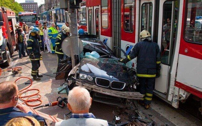 Удивительная авария в Таллинне (24 фото)
