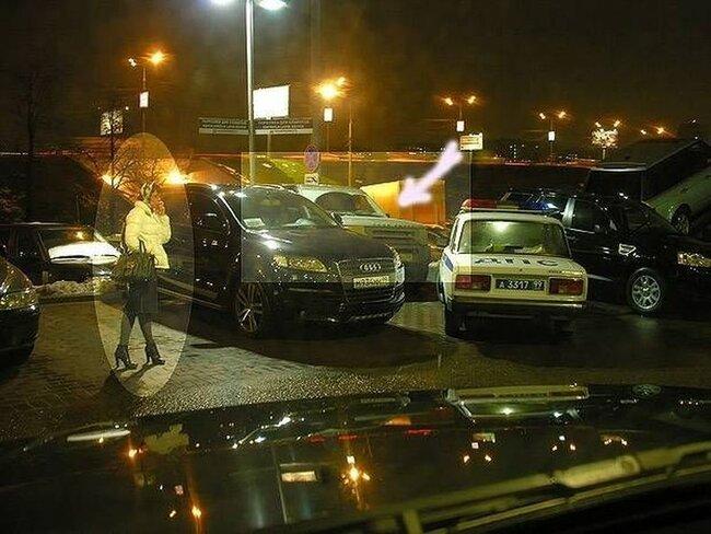 Хорошо припарковалась, молодец (5 фото)