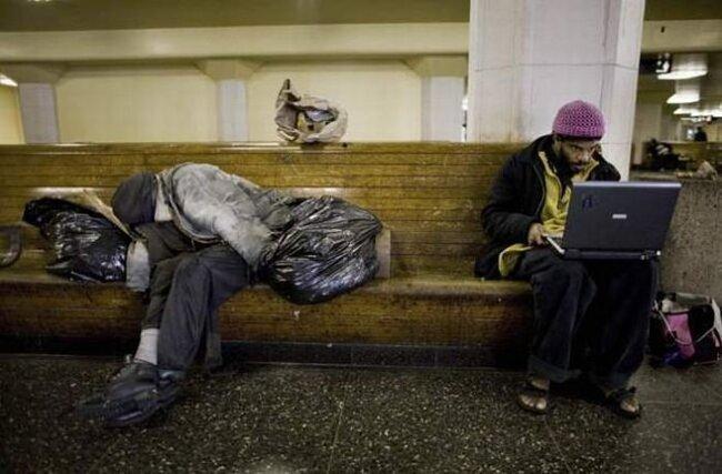 Американские бездомные и халявный вайфай (12 фото)