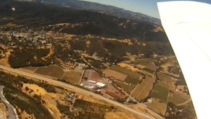 Камера упала с самолета и приземлилась в загон для свиней