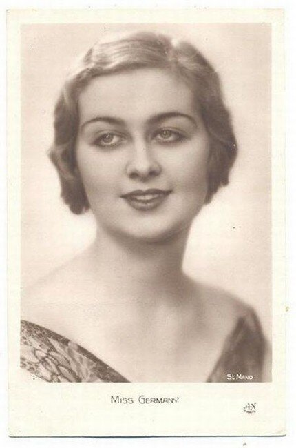 Королевы красоты из прошлого (12 фото)