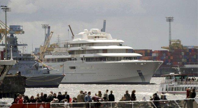 Новая яхта Ромы (6 фото)
