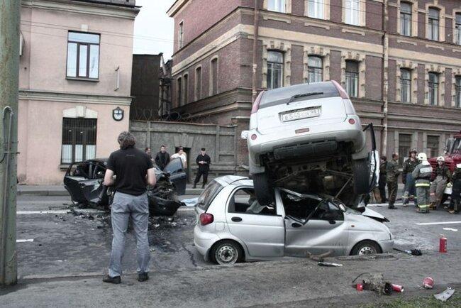 Жуткая авария в Питере на Ждановской набережной (10 фото + видео)