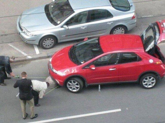 Бойтесь маленьких красных машинок (5 фото)