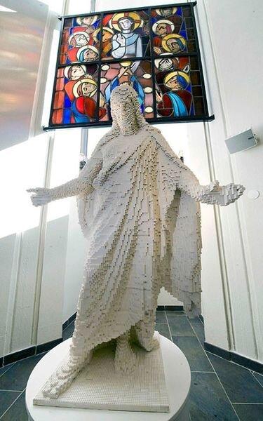 Иисус из лего (2 фото)