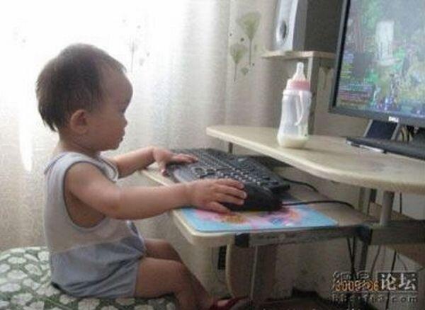 Юный геймер (3 фото)