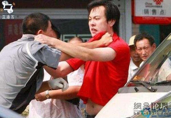 Драка на улицах Китая (5 фото)