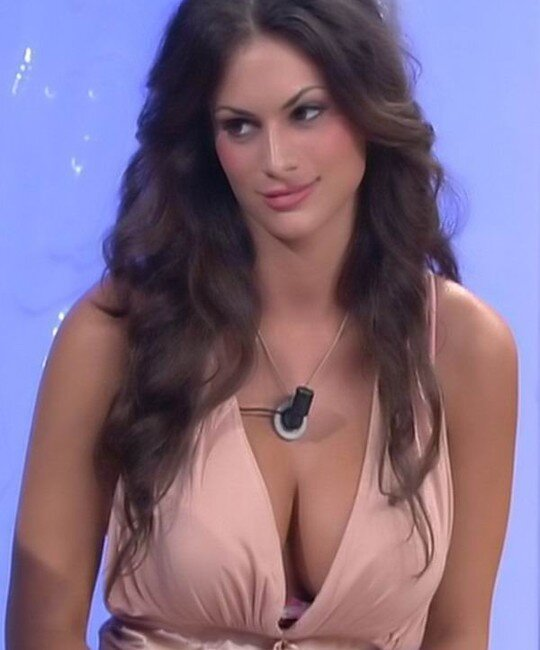 Самая сексуальная участница итальянского Дома-2 (26 фото)
