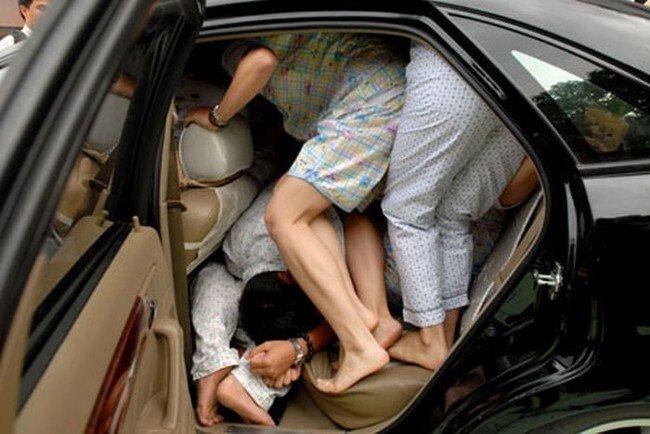 Конкурс: сколько китайцев поместятся в одной машине? (5 фото)