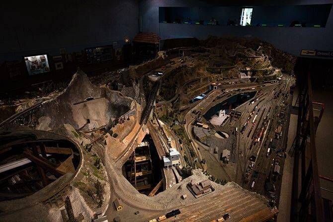 Самая дольшая игрушечная железная дорога (19 фото)