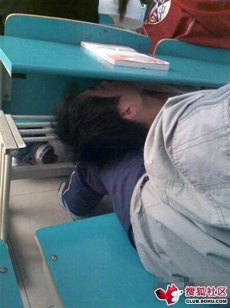 Как спать на лекции (5 фото)