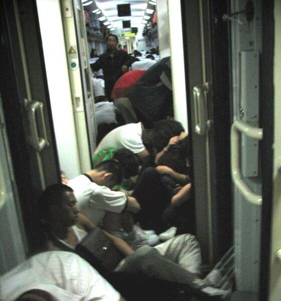 Как добираются на работу в Китае (6 фото)
