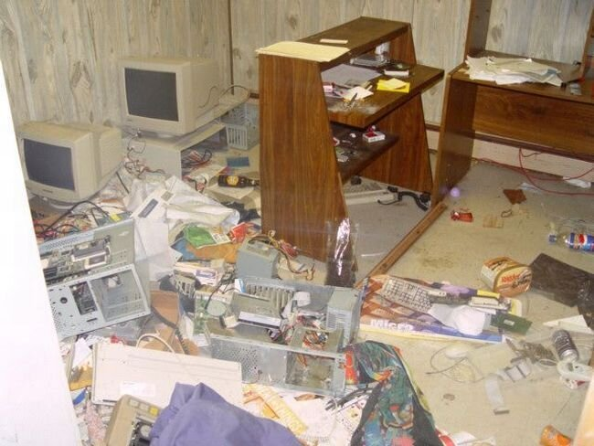 Как захламить квартиру: наглядное пособие (30 фото)