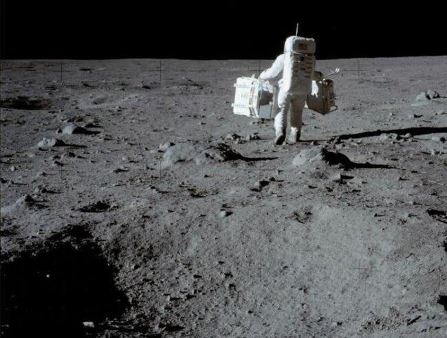 Первый человек на Луне (40 фото)