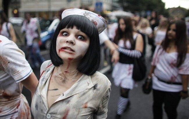 Очередной зомби-флэшмоб (10 фото)