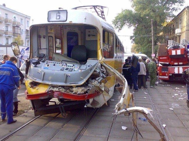 Трамвай и пожарная машина (9 фото)