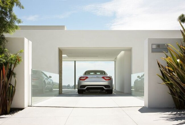 Лучший гараж для Maserati (2 фото + видео)