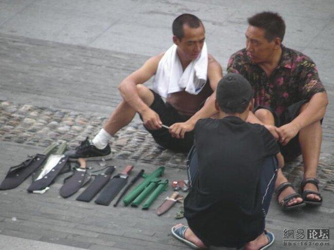 Китайский оружейный магазин (10 фото)