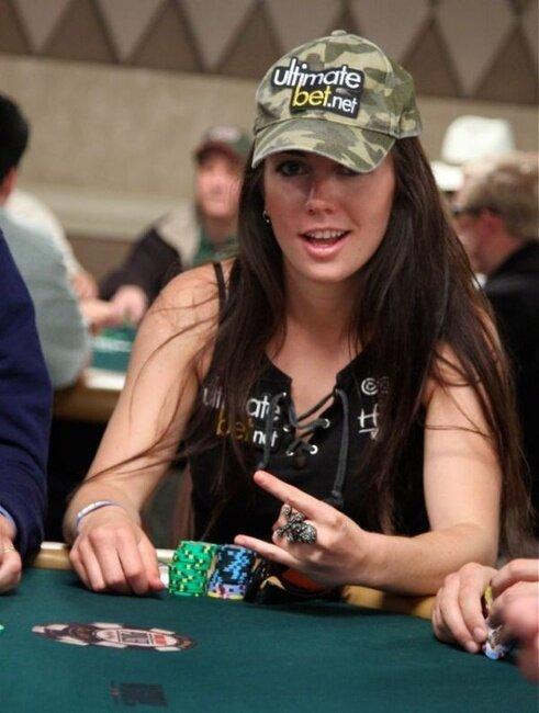 Девушки, которые играют в покер (30 фото)