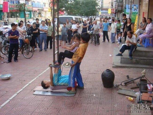 Уличные актеры Китая (28 фото)