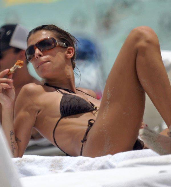Elisabetta Canalis в бикини (10 фото)