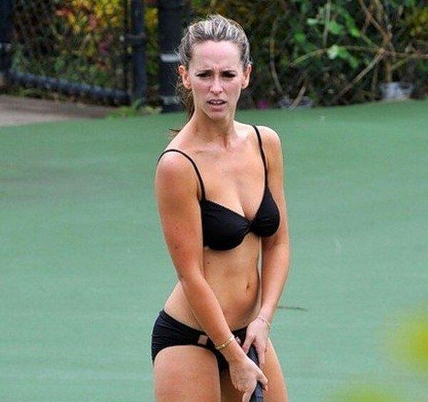 Дженнифер Лав Хьюитт играет в теннис (6 фото)