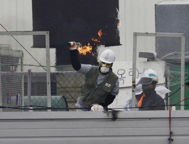 Южнокорейская полиция взяла штурмом Ssangyong Motor
