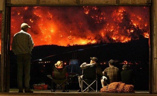 Как горят канадские горы (5 фото)