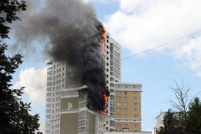 В Москве загорелась высотка (91 фото)