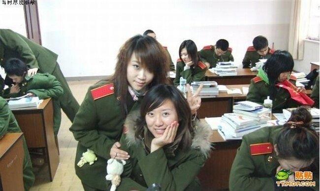 Девушки китайской армии на службе и после (11 фото)