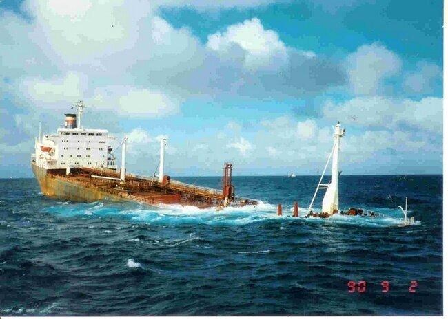 Аварийные ситуации на морских судах (19 фото)