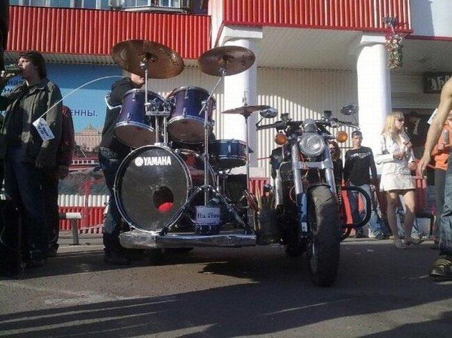 Мотоцикл с ударной установкой (9 фото)