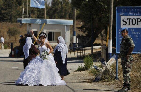 Брак без права вернуться домой (10 фото)