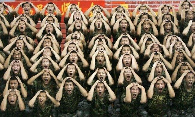 Забавные китайские солдаты (12 фото)